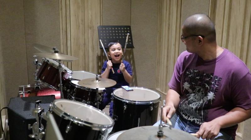 Mengajarkan Anak Melalui Musik